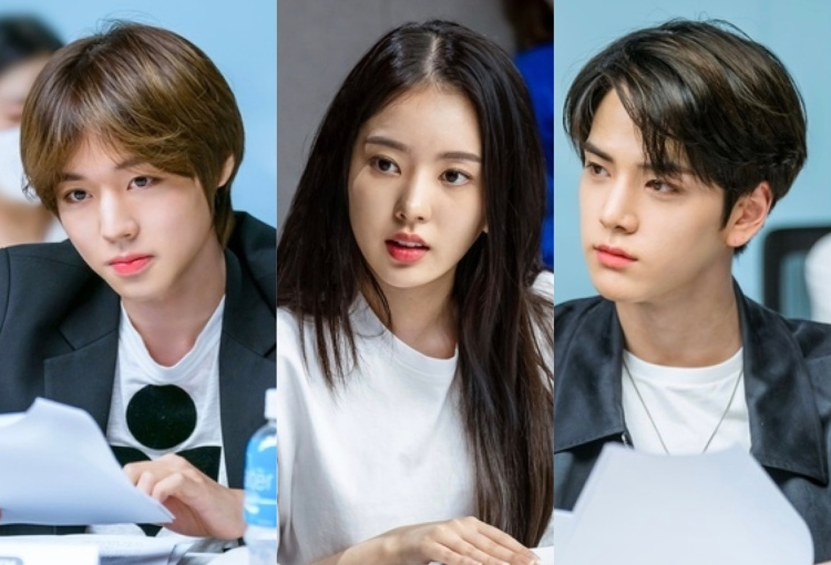 Love Revolution cast at first script reading session. With Park Ji Hoon, Ruby Lee and The Boyz's Kim Young Hoon
